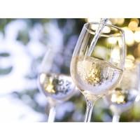 Fêtons l'été avec un petit verre de vin blanc ! Découvrez notre sélection sur aries-vins.com ✨ #aries #ariesvins #copainsdegrandscrus #vinsdebordeaux #grandscrus #wine #vin #bonsvins #adeguster #degustation #entreamis #degusteraveclescopains #unbonvinentrecopains #culturevin #cestlete #vinblanc #trinquer #unpetitverrebienfrais